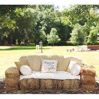 Canapé en paille pour cérémonie laïque #mariage, #mariages, #bapteme, #cér…