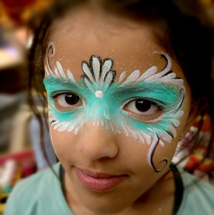 I think I just found the mask I will wear! maquillage enfant Noël masque cyan