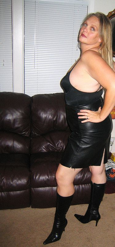 Milf in leather skirt
