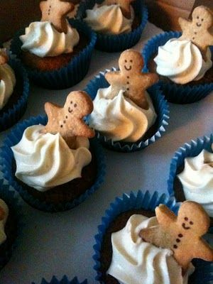 Gingerbread men cupcakes for gingerbread party