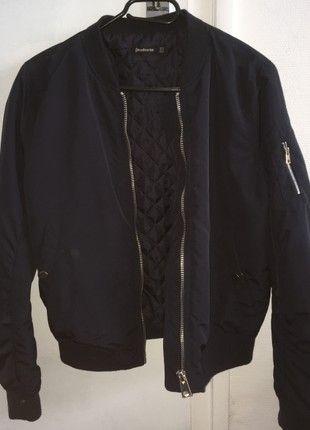 À vendre sur #vintedfrance ! http://www.vinted.fr/mode-femmes/autres-manteaux-and-vestes/52874836-veste-bomber-bleu-marine-3-poches