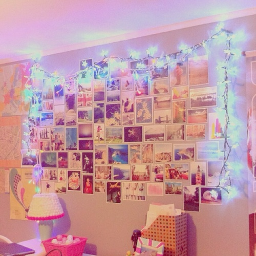 String Lights On Wall : Wall photo collage & string lights/fairy lights. Bedroom Design Pinterest Wall photos ...
