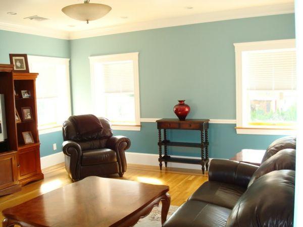 kleines wohnzimmer mit modernen möbeln und schöner wandgestaltung in blau - Wohnzimmer streichen – 106 inspirierende Ideen