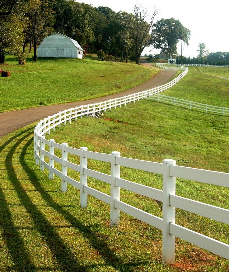 I would love to have a home in the country with a fence like this following a long driveway to the house.
