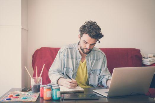 Artigiani, torna la rubrica di approfondimento sugli elementi della comunicazione aziendale. Dopo il copywriter, il post di oggi è dedicato ad un'altra figura creativa: l'Art Director!  Segui la rubrica sul nostro blog rolanddg.it/it/community