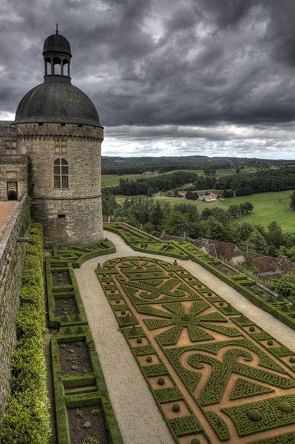 Chateau de Hautefort - Dordogne - another view