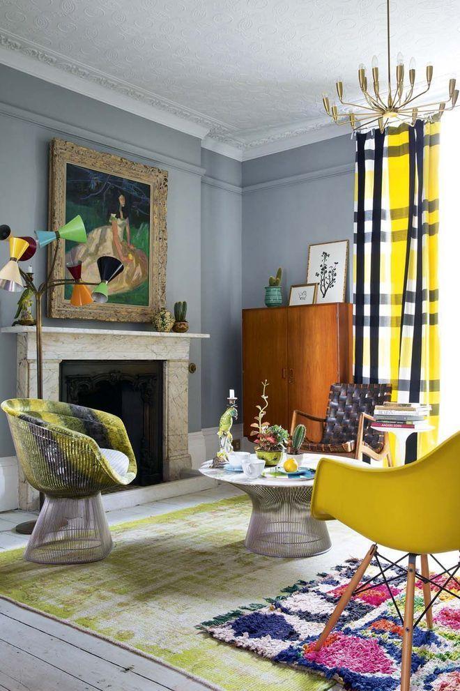 Une cheminée classique dans un décor design et coloré