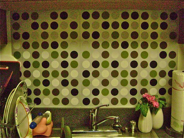 Using Place Mats As A Backsplash For The Home