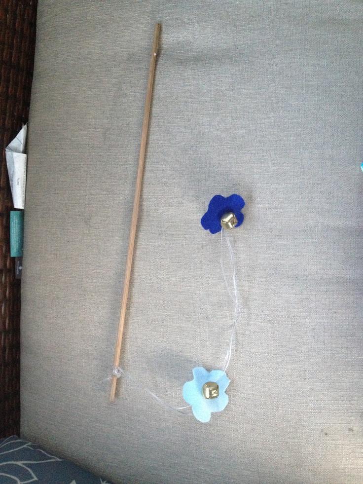 Homemade flower cat toy craft pinterest homemade for Best homemade cat toys