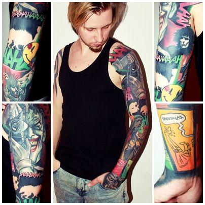 Rękaw na podstawie komiksowych kadrów wybranych przez Wargę zaprojektował i wykonał Bartosz Panas z Caffeine Tattoo w Warszawie.