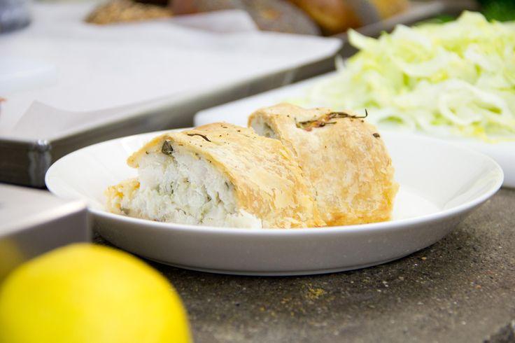 Una ricetta al sapore di mare: strudel salato di baccalà. Semplice da fare e di grande effetto nel piatto. Una ricetta per una cena durante la settimana