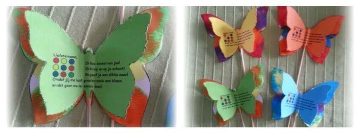 Het gekleurde vlindertje waar het versje opstaat hebben zij geprikt (ja, goed klasje!)... de andere vlinder hebben ze één vlinder geschilderd (vlekjes gezet) en dan dicht gevouwen... Ik heb ze geknipt en op een stokje gemaakt