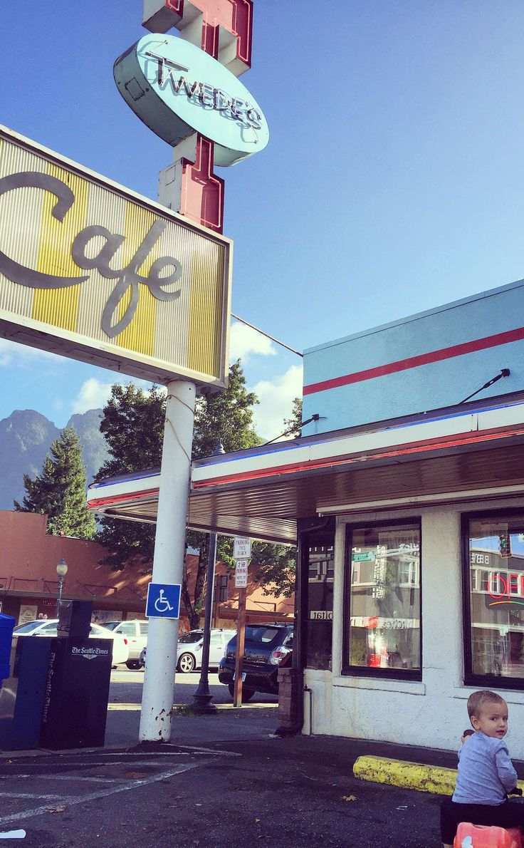 Twede's Cafe (Double R Diner Twin Peaks Filming Location) | Travel | Vacation Ideas | Road Trip | Places to Visit | North Bend | WA | Bakery | Cafe | Local Dining | Breakfast Spot | American Food | Diner | Coffee Shop | TV Filming Location