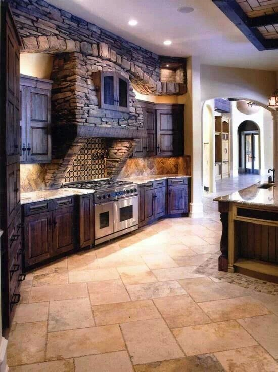 I like the worm colours of this kitchen, the stones also provide a change in texture that gives the room an earthy feel.