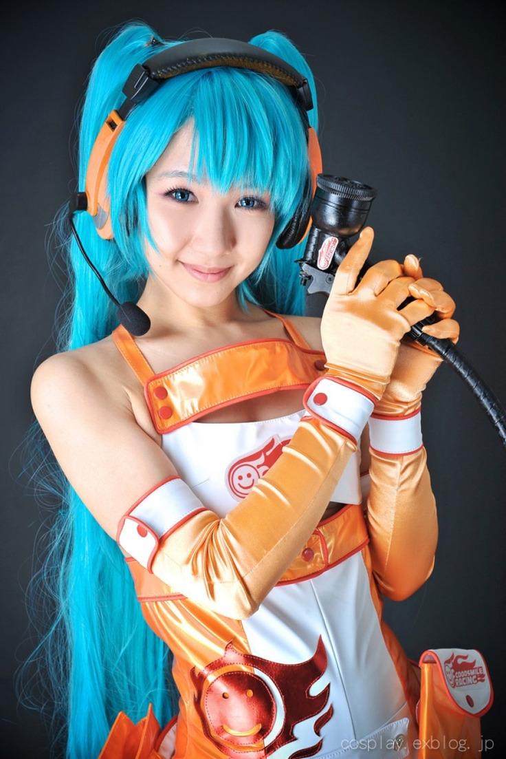 Miku in orange gloves for a change.