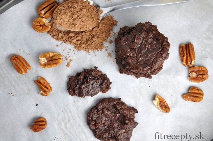 Recept najemné, vláčne avokádovo-kakaové cookies bez múky. Naplňte si upečenécookies s tvarohom alebo jogurtom a takzvané zdravé oreo máte hotové. Ingrediencie (na 12 ks): 2 zrelé čierne avokáda 5 PL trstinového cukru (alebo kokosového) 3 PL kakaa 4 PL vody štipka prášku do pečiva kokos, orechy, sušené hrozienka alebo brusnice (voliteľné) Postup: Avokádo zbavíme šupky […]