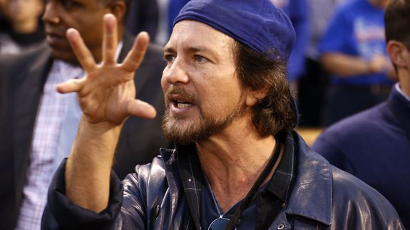 Eddie Vedder commits clumsy error fails Cubs history