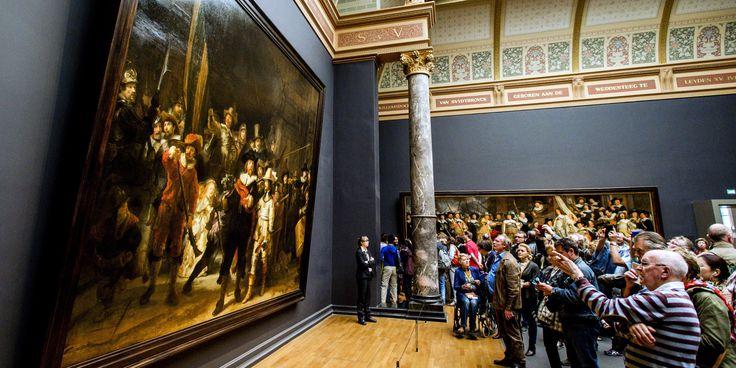 Que vont devenir les deux portraits de Rembrandt mis en vente par la famille Rothschild? Ces chefs d'oeuvre font l'objet d'un bras de fer entre les Pays-Bas désireux d'acquérir seuls la paire et Paris qui milite pour un achat conjoint de ces tableaux hors de prix.