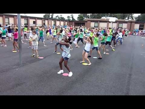 5th grade doing the Wobble dance at Curtis Community Day - YouTube