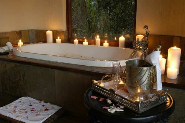 badezimmer deko valentinstag badewanne kerzen romantisch love pinterest badezimmer deko. Black Bedroom Furniture Sets. Home Design Ideas