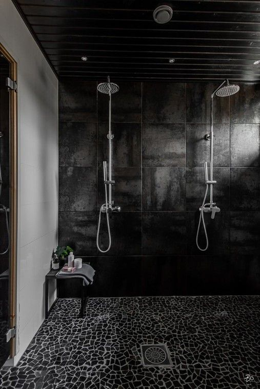 Luonnonkivinen laattalattia kylpyhuoneessa