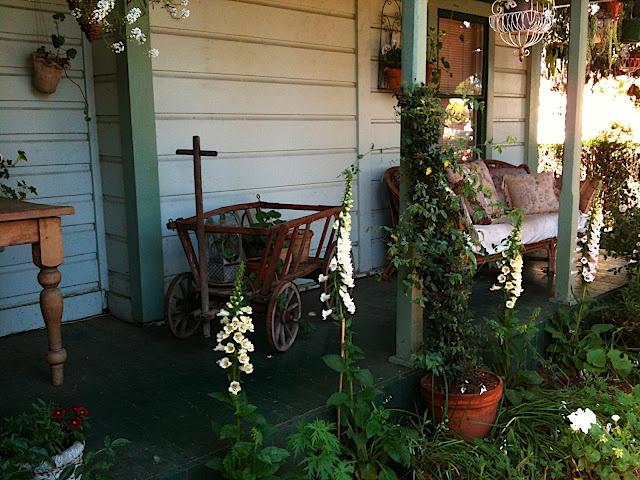 http://mypetitemaison.blogspot.com/: Fabulous Porches, Charming Front, Charming Places, Garden Ideas, Cottage, Door Rooms, Goat Carts, Goat Wagons, Front Porches