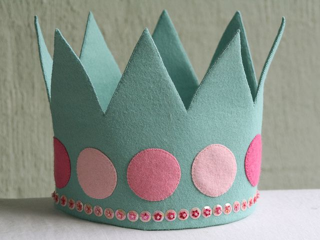 i want to make a birthday crown like this one but all blues
