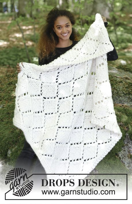 Snow Diamonds / DROPS 183-14 - Knitted blanket with lace pattern. Piece is knitted in DROPS Polaris.