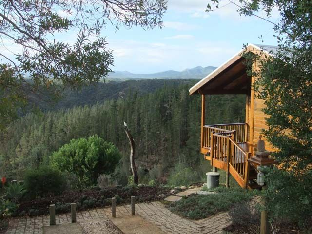 Cliffhanger self-catering accommodation boasts two luxury Cottages close to Knysna along the beautiful Garden Route.