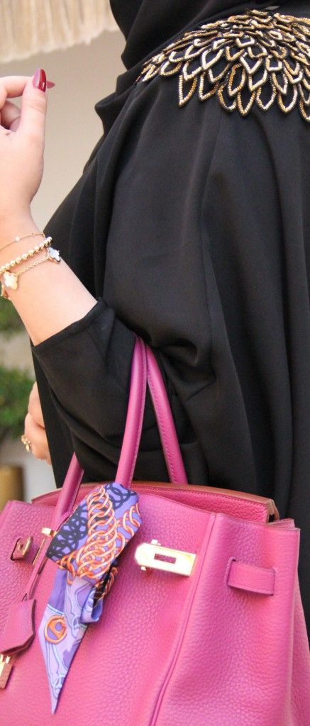 Nobody does it like Arabic women! They have the style, the grace and the poise! I love abayas with colourful Birkins. Or the other way round. These ladies know how to carry expensive bags with the right attitude - letting other peopled the talking!