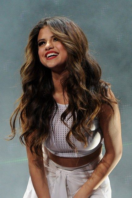 How To Get Beachy Waves For Any Hair Type Selena Gomez