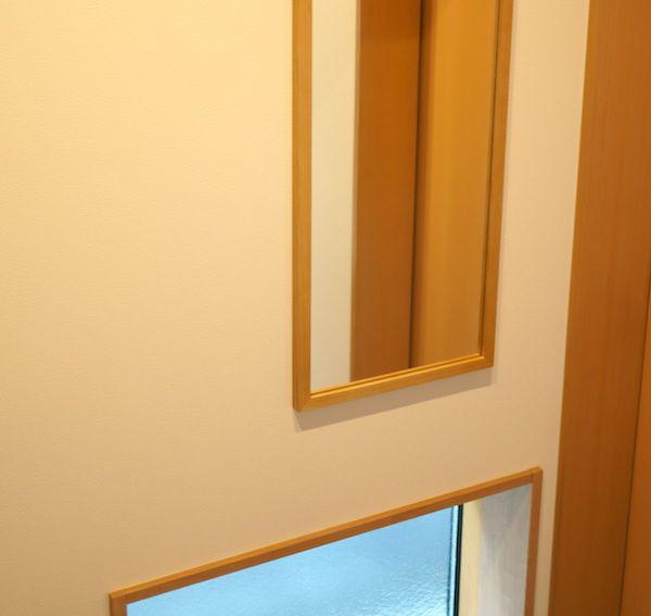 玄関に無印良品の鏡を取付け。風水では位置が左で金運アップ ...
