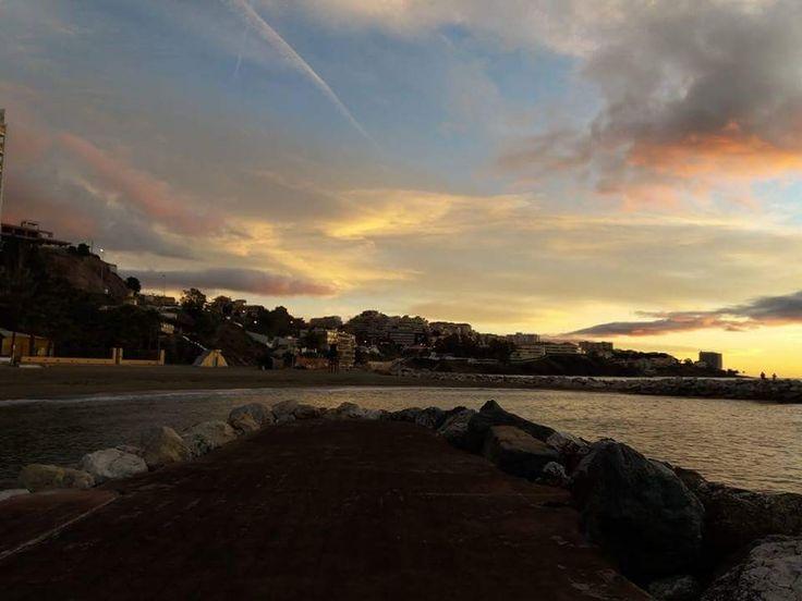 ¡¡Buenos dias #Málaga !! Amanecer en Benalmádena Costa. #FelizMIercoles  Temp.mín./máx. 5 /14 °C Parcialmente soleado Viento. 11 km/h Humedad relativa: 68% Luna: Cuarto menguante Salida del sol: 8:14 horas Puesta del sol: 18:49  Francisco Diaz