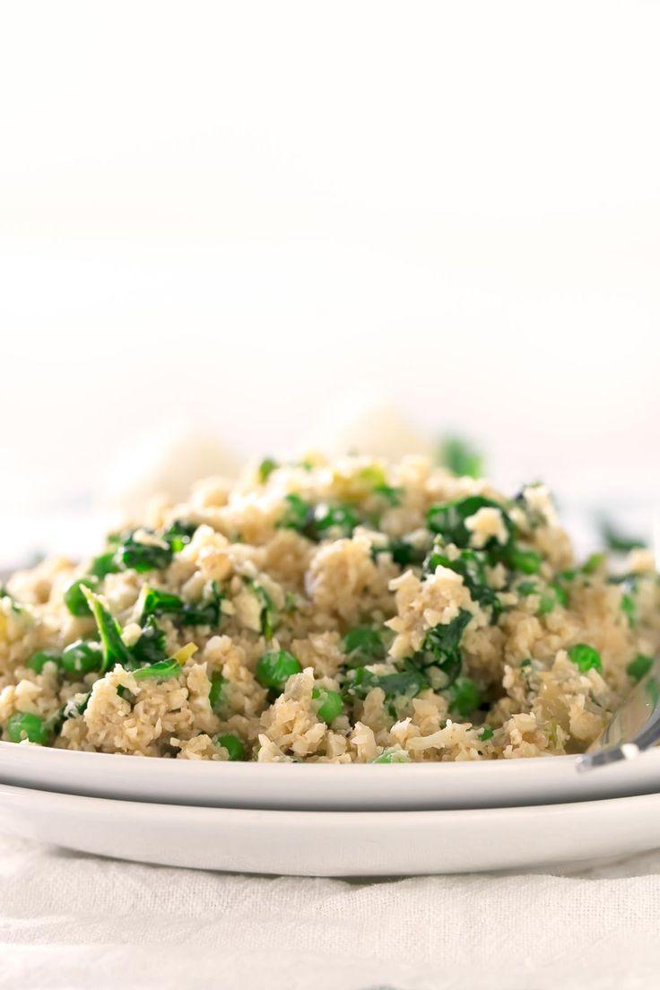 Este risotto de arroz de coliflor tiene una textura y un sabor increíbles. Es una versión más ligera del risotto tradicional.