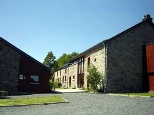 Gîte bevindt zich in het hart van de Belgische Ardennen in het plaatsje Salle, gemeente Bertogne. De Gîtel is een kruising tussen een gîte en een hotel: de ruimte, privacy en vrijheid van een gîte gecombineerd met de luxe en het comfort van een ***** hotel.