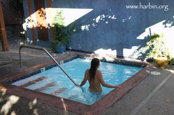 how to make cold pool water hot