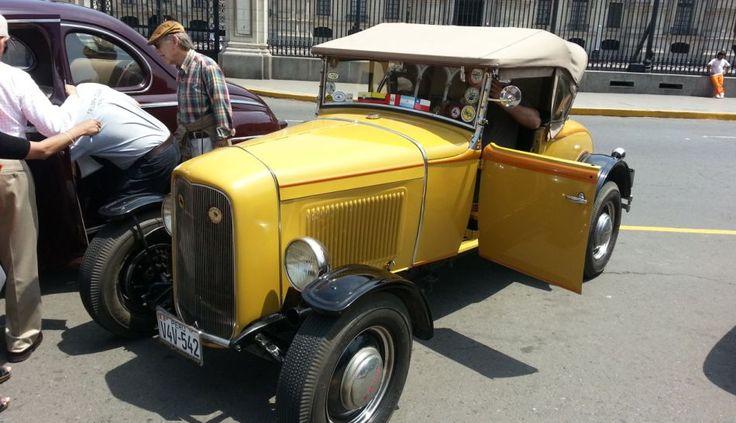 Autos antiguos de colección engalanaron las calles de Lima [FOTOS]