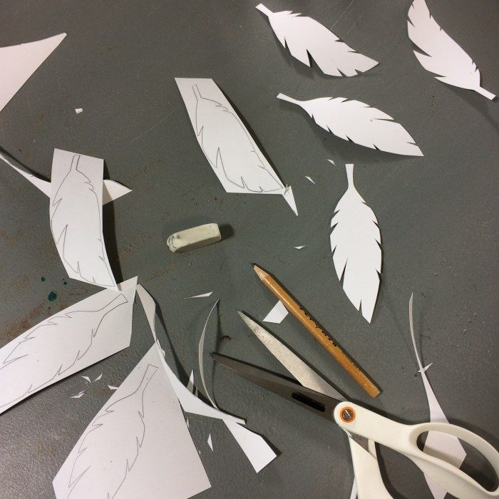 papper, sax, penna, klippta pappersfjädrar