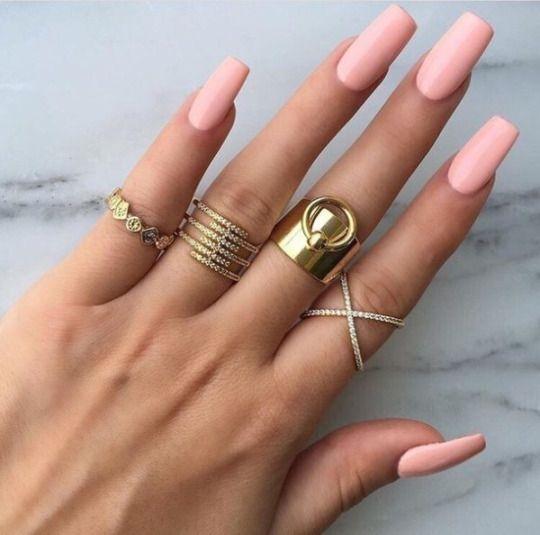Pink nails, gold rings --> Nails Pinterest: @FlorrieMorrie00 Instagram: @flxxr_