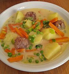 Wikingertopf《《《 500 g Hackfleisch《 1 Scheibe/n Toastbrot, ersatzweise Brot oder Paniermehl《 1 kg Kartoffel(n)《 1 Stange/n Porree《 5 Möhre(n)《 300 g Erbsen (TK)《 1 Zwiebel(n)《 200 g Schlagsahne《 Gemüsebrühwürfel《 Maisstärke, ersatzweise Mehl