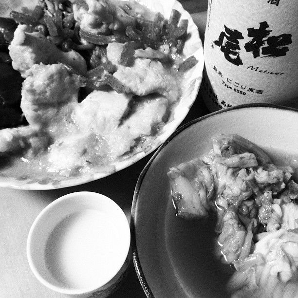 今宵は松尾の22BYにごりと鶏肉・糸こんにゃく・ピーマンの煮物とカスベの煮付けから。松尾、去年の方がにごりが多い?はともかく、ウマウマ!