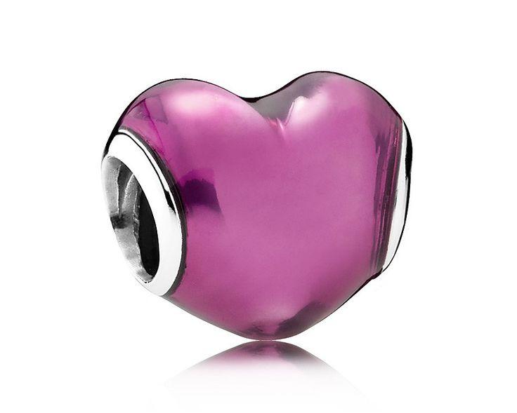 Pandora Zilveren bedel 'In My Heart' 791814EN62. Een roze bedel in hartvorm. Een mooie bedel om te bewijzen dat je nog steeds verliefd bent op de vrouw van de dromen. Deze bedel is natuurlijk ook uitermate geschikt om je trouwdag een extra accent te geven.
