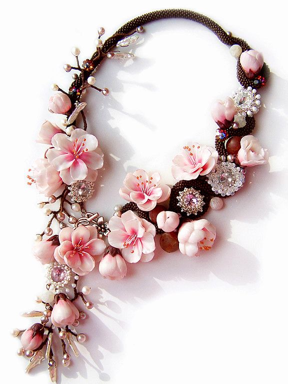 Beautiful jewelry with sakura flowers. More - http://beadsmagic.com/?p=4167