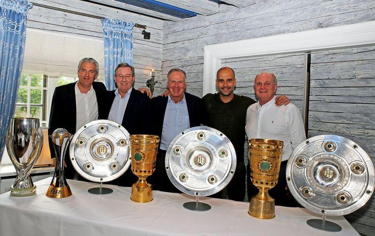 No adeus ao Bayern, Guardiola posa com troféus conquistados pelo clube #globoesporte