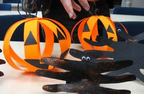 Bellissime idee creative per realizzare oggetti di Halloween insieme ai bambini. Fantasmi, ragni, zucche di carta. Ecco tanti spunti con le istruzioni per creare.