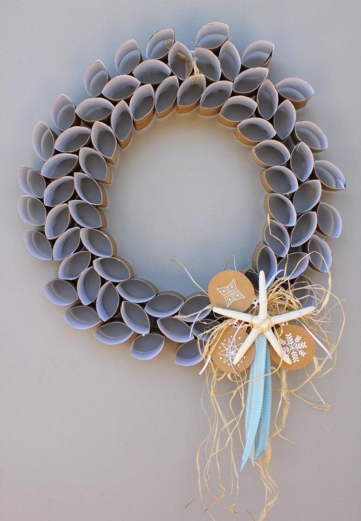 schöner Kranz aus Klopapier Rollen in Ringen geschnitten und leicht geknickt