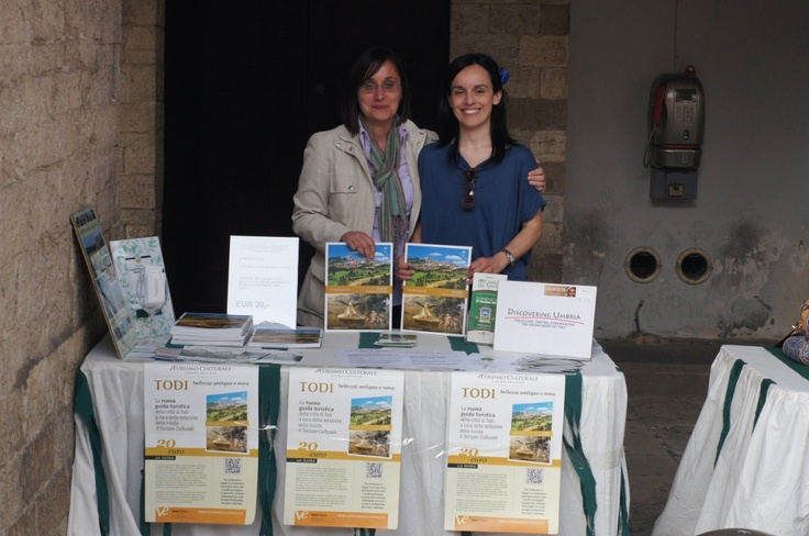 #Todifiorita12 day 3: @todiguide + @discoverumbria at Welcome Desk! See you next year!
