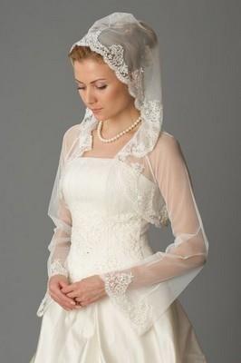 Венчальное платье с капюшоном