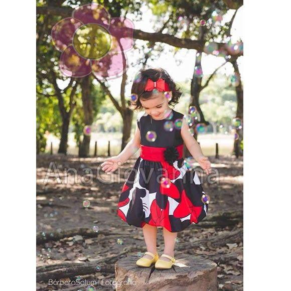 Lindo vestido infantil da Minnie baby, confeccionado em microfibra acetinada e tafetá. Laço na cintura confeccionado em voil vermelho. Presilha de cabelo vendida separadamente.  Tamanhos: 01 a 06 anos    Tamanho -------Busto--- Comprimento    01 ano-------------53----------49  02 anos------------...