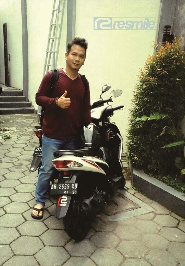 Customer reSmile Rental Motor  Lokasi: Fave Hotel Yogyakarta Liburan di Jogja, sewa motor aja  ✆ 082135287088 - 085643107277 Blackberry pin: 5499e807  www.resmilerental.com